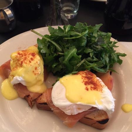Cafe Select : Huevos benedictos con salmón