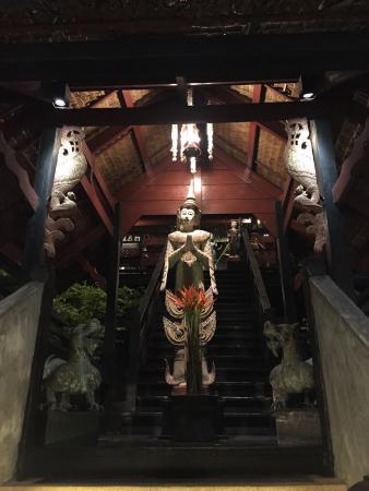 Kampong Kata Hill: Вход в зал