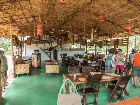 Evangadi Lodge and Campsite: comedor
