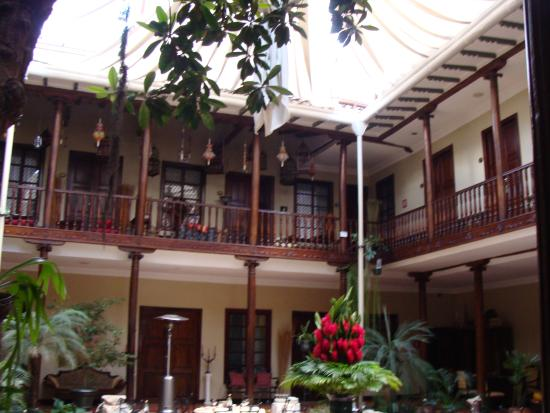 Hotel Inca Real: restaurant cour hotel