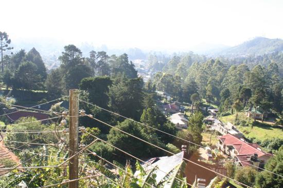 Hill View Bungalow : Blick vom Balkon über die Stadt