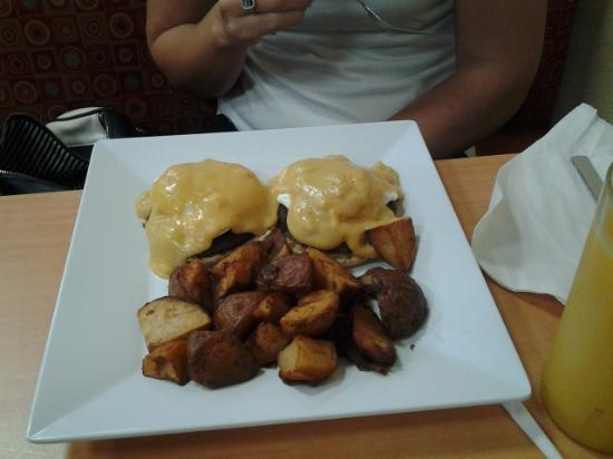 Mike's Galley : Eggs benedict