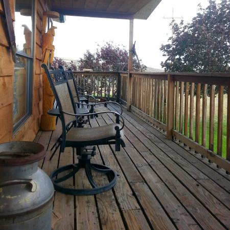Rainbow Country Bed and Breakfast: La terrasse