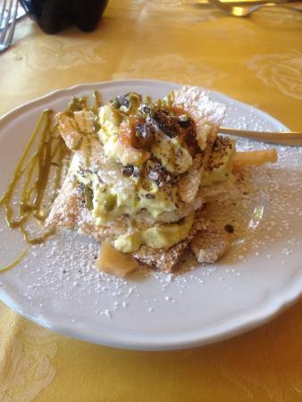 Ristorante Belvedere : Sfogliatella con crema e pistacchio