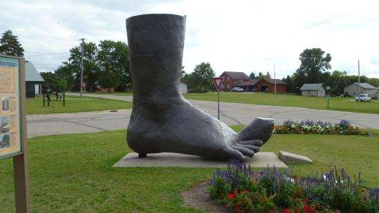 Otter Tail Scenic Byway: Ken Nyberg Sculpture