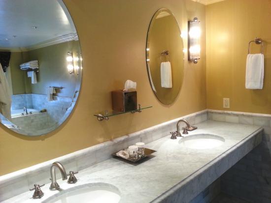 The Lyme Inn: Bathroom in Superior Room 35