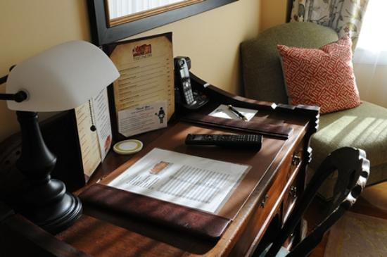 Lyme, NH: Desk in Classic Room 24