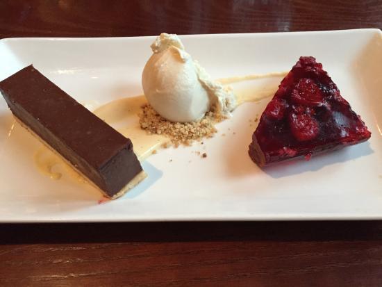 The Oak Tree Inn: Chocolate Torte :)