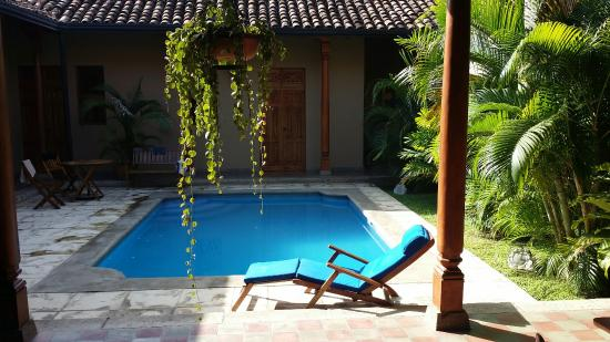 Backpackers Inn: Awesome private pool.