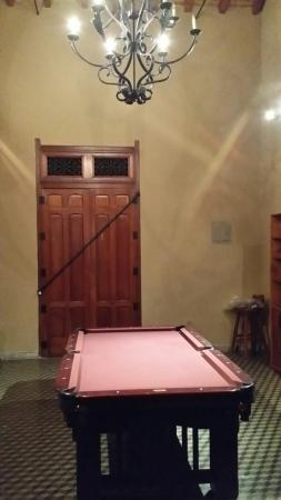 Backpackers Inn: Nice pool table next to the coffee bar