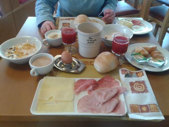 Hotel Palu: La colazione super energetica per una giornata di sci.