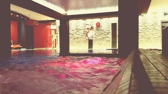 Hotel Lo Zodiaco: Altra vista della piscina.