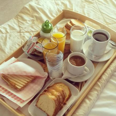 Aenaon Apartments: το πρωινό που προσφέρει το ξενοδοχείο...η φωτογραφία μιλά από μόνη της!