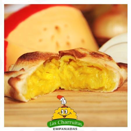 Las Charruitas Empanadas: Queso y cebolla