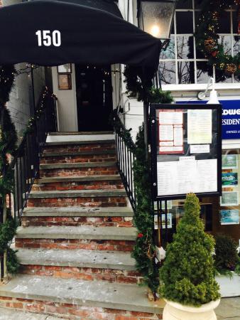 Tavern on Main: Eingang