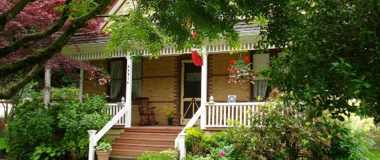 Clayburn Village Bed and Breakfast: Exterior
