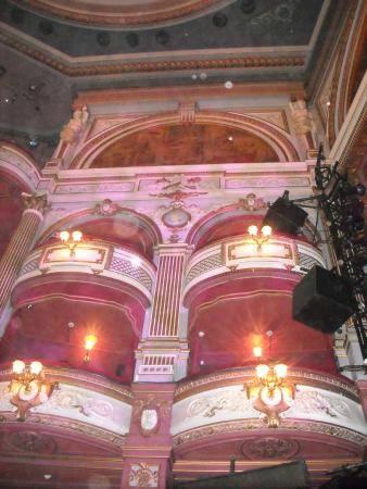Alhambra Theatre: Beautiful building