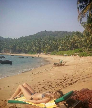 Blue Lagoon Cola: The beach (little cove)