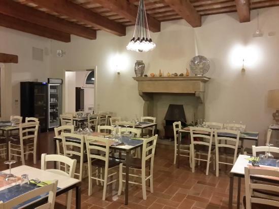 Sala con camino - Foto di Palìs Cucina A Fuoco Lento, Pesaro ...