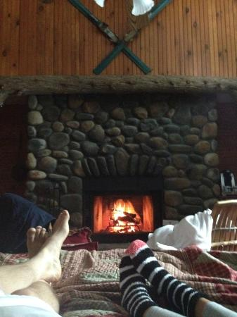 Friends Lake Inn: Cozy fire
