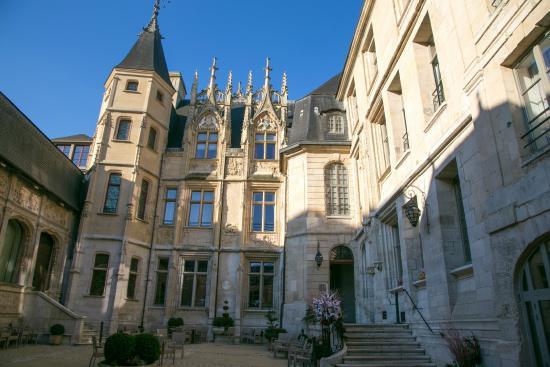 La cour d\'entrée - Picture of Hotel de Bourgtheroulde, Autograph ...