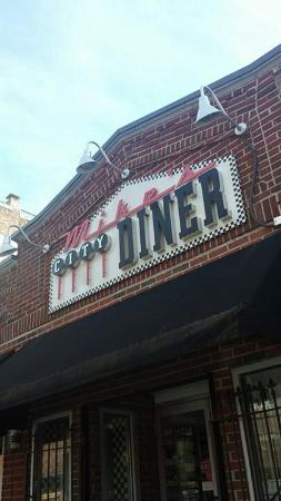 Mike's City Diner : From the outside