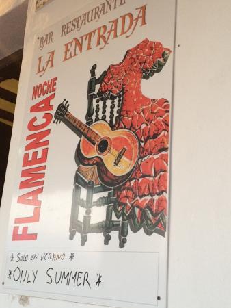 Bar restaurante La Entrada Maro: Summer entertainment
