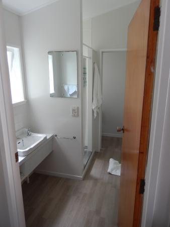 Tower Road Motel : Bathroom in unit 7