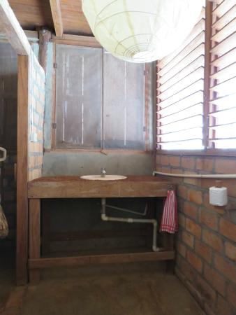 Caiman House Field Station: Bathroom of double room