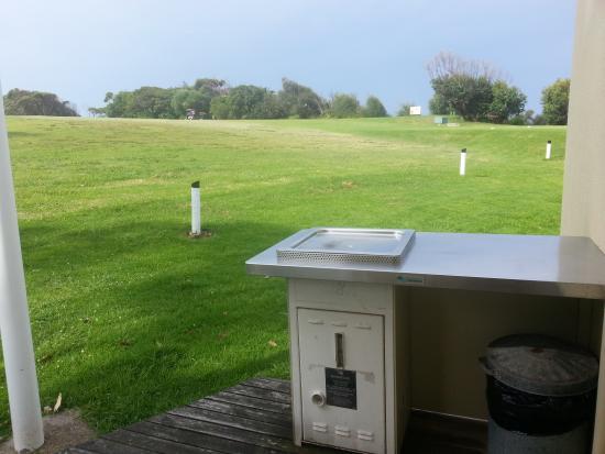 Surfbeach Holiday Park: Golf course outside Ace 4 back deck