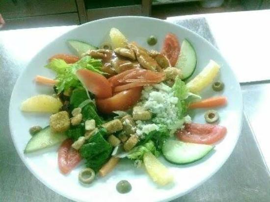 Christy's Restaurant and Sports Bar: Summer Salad
