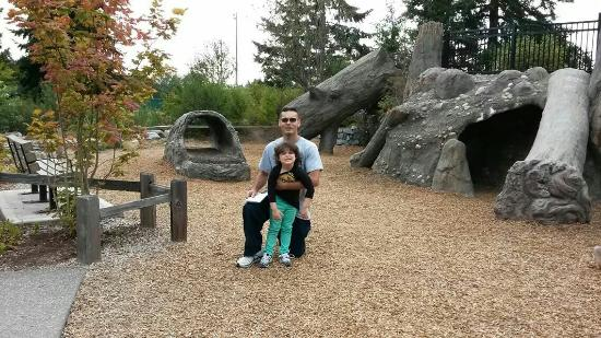 Tacoma, WA: Had a Blast with My Daughter and Wife. Great place to visit and take walks to.