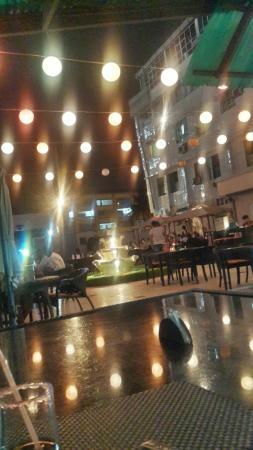 Magnifique décor de la terrasse - Picture of Muzik Cafe, Kinshasa ...