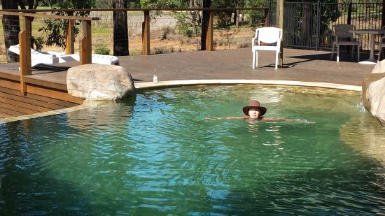 RidgeView Restaurant,Wines & Cottages: Having a swim in the stunning pool