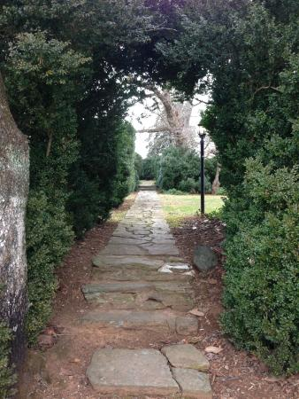Inn at Meander Plantation: Entry to the boxwood garden