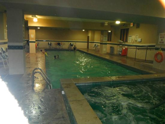 Country Inn & Suites By Carlson, Niagara Falls, ON: Pool Area