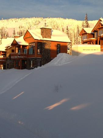 Sundance Resort at Big White Ski Resort : Views up the mountain