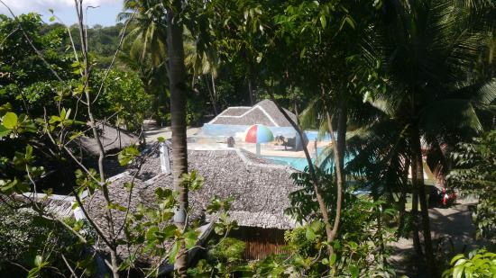 Cove Sands Beach Resort: Blick vom Zimmer auf den Pooll