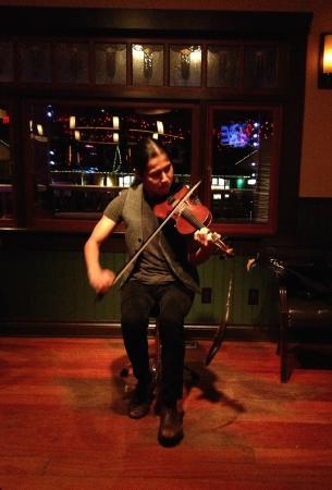 Salt Spring Inn Restaurant: Local fiddler, Wesley Hardisty, Jan 2015