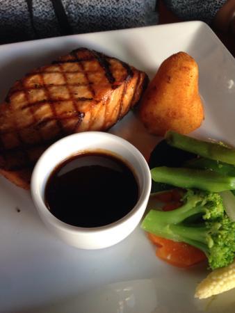 La Boheme: Grilled salmon