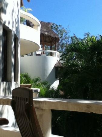 Blue Parrot Suites: Vista desde el balcón de la habitación.