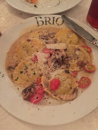 BRIO Tuscan Grille: Mushroom ravioli