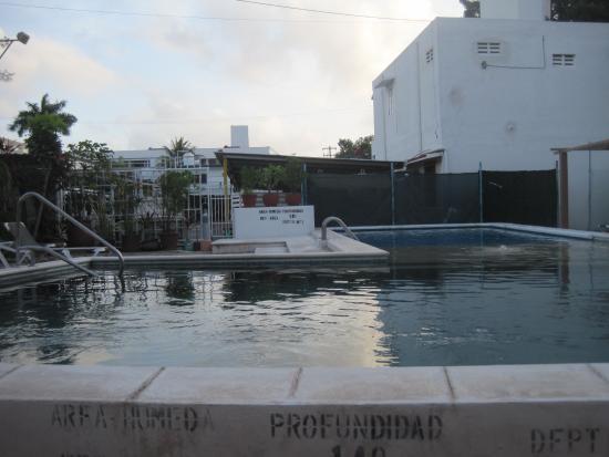 Kin Mayab: Pool located behind hotel