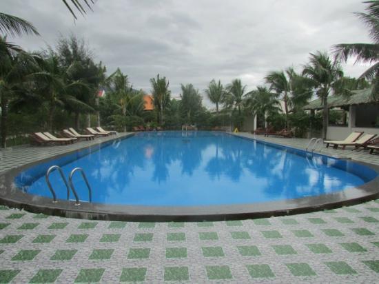 Dốc Lết, Việt Nam: бассейн