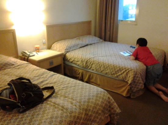 Mandarin Pacific Hotel: triple bed