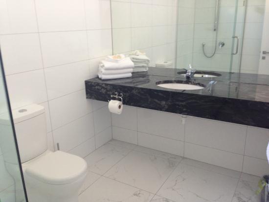Auto Lodge Motor Inn : bathroom