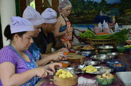 Big Mom Thai Cooking class