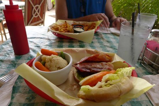 Paddler's Inn: Avocado bacon burger