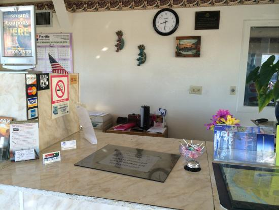 Americas Best Value Inn and Suites - Flagstaff: front desk
