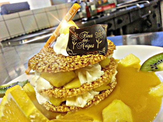 Chalet Hotel Fleur des Neiges: millefeuille sésame ananas ..coulis à la mangue